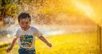 5 Cara Merawat Kesehatan Kulit Kering Sensitif Anak