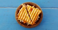 2.Bekal sandwich tuna keju