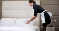 7 Langkah Bersihkan Rumah ala Room Service Hotel