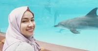 2. Aryani Fitriana ngidam pelihara lumba-lumba