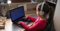 Kenali Penyebab Computer Vision Syndrome (CVS) Anak