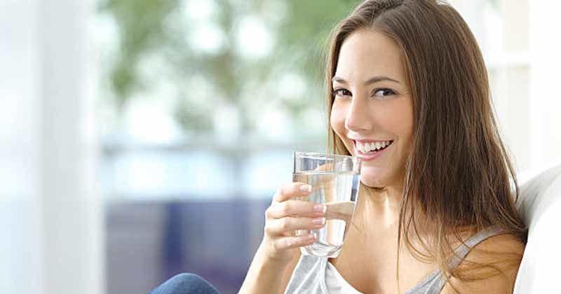 2. Terlalu banyak minum air putih