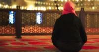 15. Membaca doa minta hajat
