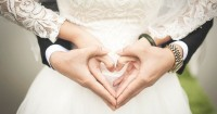 7 Tips Tetap Romantis Saat Istri Sedang Menstruasi