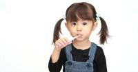 2. Tidak rajin menggosok gigi
