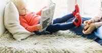 1. Mulai suka pura-pura membaca buku