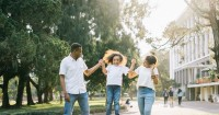 5. Berikan waktu berkualitas anak