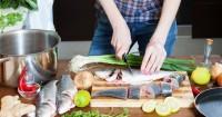 5. Mengonsumsi ikan mengandung merkuri tinggi