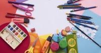 4. Beri perlengkapan sekolah menarik perhatiannya