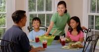 2. Sempatkan makan bersama