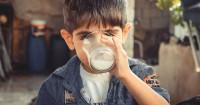 6 Cara Efektif agar Anak Mau Minum Susu