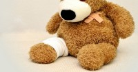 5. Tidur berteman boneka