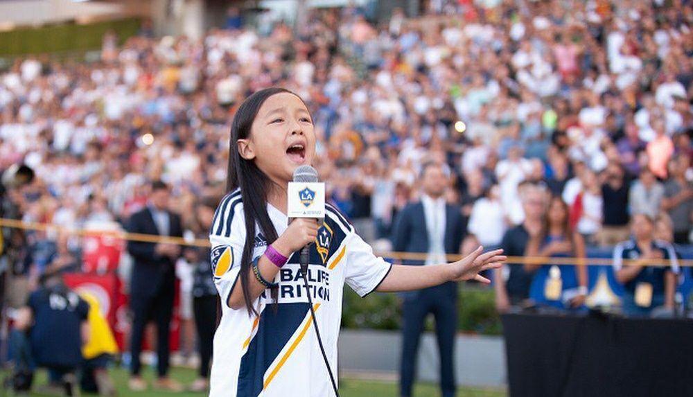 Viral, Gadis Keturunan Indonesia yang Menyanyikan Lagu Kebangsaan AS