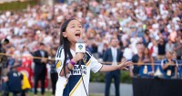 Viral, Gadis Keturunan Indonesia Menyanyikan Lagu Kebangsaan AS