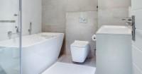 6. Ciptakan kesan moody kamar mandi