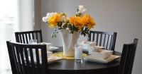 3. Aksen warna cerah ruang makan