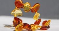Benarkah Kalung Amber Stone Bisa Menenangkan Bayi Tumbuh Gigi