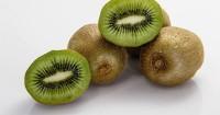 1. Kiwi menjadi sumber serotonin dapat menjaga kesehatan pencernaan