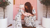 Contek Gaya Kompak Blogger Elsi Larson Putrinya, Nova