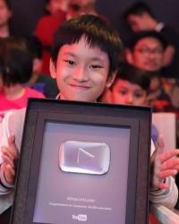 4. Memiliki lebih dari 100.000 subscribers YouTube