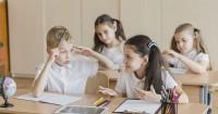 4. Anak ekstrovert spontan dalam berbicara atau bertindak