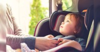 5 Cara Membiasakan Anak Mau Duduk Car Seat