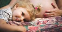 3. Bantu anak merasakan kehadiran adiknya