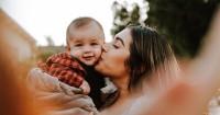 Kenali 5 Tanda Cinta Bayi kepada Mama