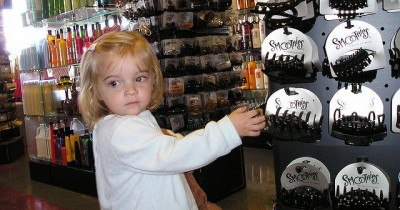 Mengapa Ada Anak Suka Mencuri Apakah Mereka Kleptomania Cek Cirinya