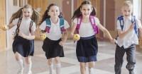 Musim Hujan Tiba, Siapkan Barang-Barang Ini Saat Anak Pergi Sekolah