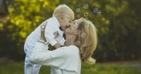 6 Hal Perlu Mama Lakukan agar Tetap Happy Saat Merawat Bayi