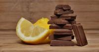 3. Makan cokelat