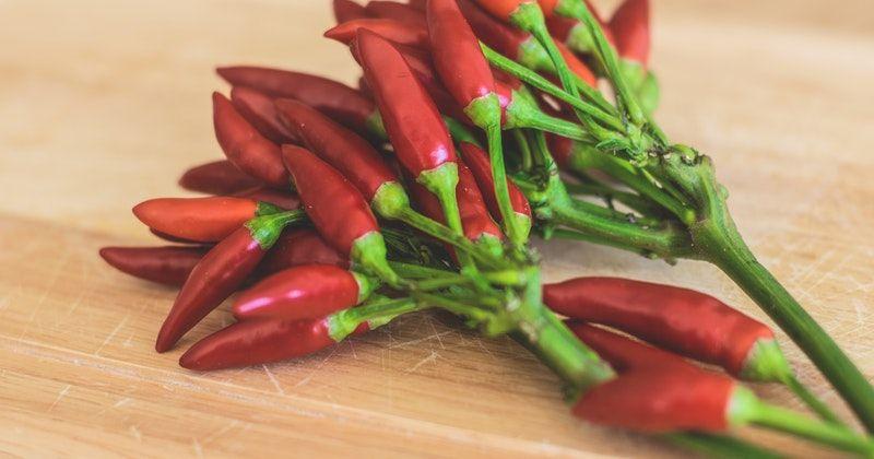 6. Makan makanan pedas tidak bergizi