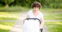 2. Membersihkan kotoran dalam stroller