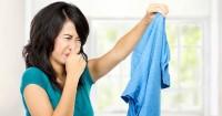 6 Cara Mudah Mengatasi Bau Tak Sedap Baju Dicuci