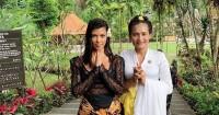 Potret Seru Keluarga Kardashian Saat Liburan Bali
