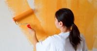 1. Aplikasikan cat bertekstur dinding