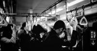Bahaya Terlalu Lama Berdiri Angkutan Umum Bagi Ibu Hamil Muda
