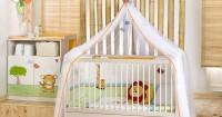 7. Tempat tidur bayi diisi oleh kasur, bantal guling tidak terlalu empuk