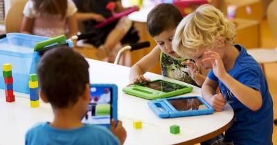 Mainan yang Bisa Dibawa untuk Pengganti Screen Time Anak