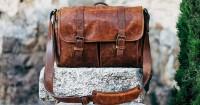 1.Hindari menyimpan tas atau sepatu kulit tempat lembab
