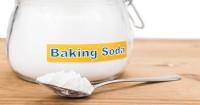 6. Baking soda air juga bisa menghilangkan bau talenan kayu