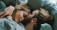 5 Panduan Memperlakukan Pasangan Semakin Istimewa Atas Ranjang