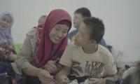 5. Tunjukkan rasa sayang Mama sebuah pelukan