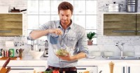 6. Membuat masakan