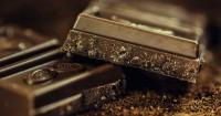 5. Pilihlah dark chocolate dibandingkan makanan manis