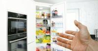 5. Membiasakan anak meminta izin sebelum mengambil makanan dapur atau kulkas