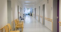1. Pihak rumah sakit bertanggung jawab atas kejadian tersebut
