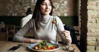 Alasan Mengapa Kamu Sering Merasa Ngantuk Setelah Makan