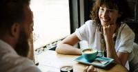 1. Katakan pasangan betapa berarti dia untukmu